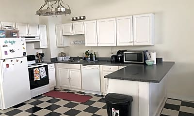 Kitchen, 2572 Beech Ave, 2