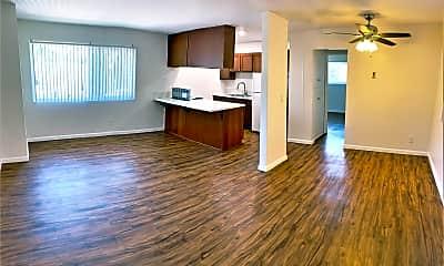 Living Room, 1304 Roxanne Dr, 0