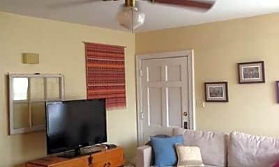 Living Room, 2915 Hampton Rd, 1