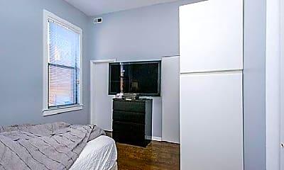 Bedroom, 409 N Milwaukee Ave, 1