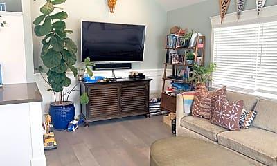 Living Room, 307 33rd St, 1