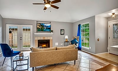 Living Room, 900 Clearwater Trail, 1