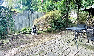 Patio / Deck, 521 13th Ave, 2