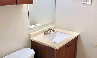 Bathroom, 909 13th St, 2