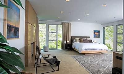 Living Room, 533 Temple Hills Dr, 2