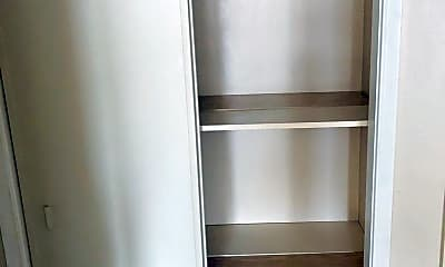 Kitchen, 303 W Highland Dr, 2