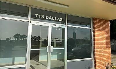 718 Dallas St, 1