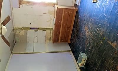 Bathroom, 3313 Meadow Ln, 2