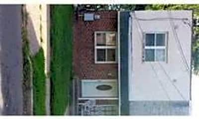 Building, 621 Berg Ave, 1