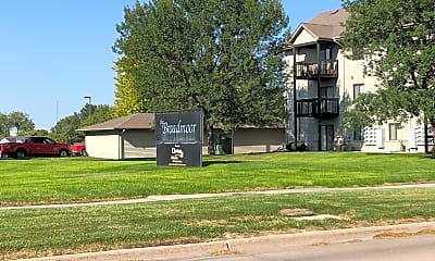 The Broadmoor Apartments, 1