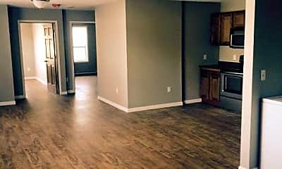 Living Room, 913 E Vernon Ave, 1