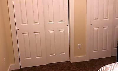 Bedroom, 460 Platt St, 2