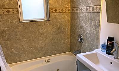 Bathroom, 2925 W Lyndale St 1, 2