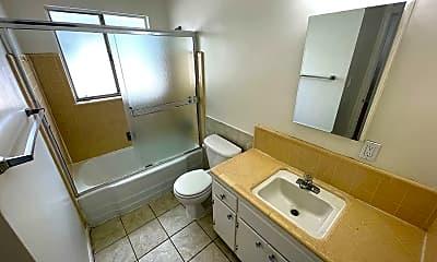 Bathroom, 521 E Taylor Ave, 2