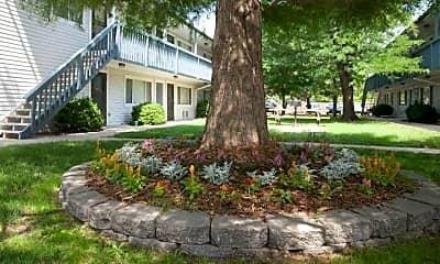 Courtyard, Pawnee Park Apartments, 2