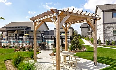 Courtyard, Springs at McKinney, 1