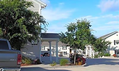 Building, 2222 E 8th St, 1