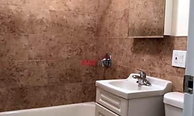 Bathroom, 515 E 6th St, 2