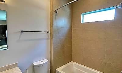 Bathroom, 916 S Darien St, 2