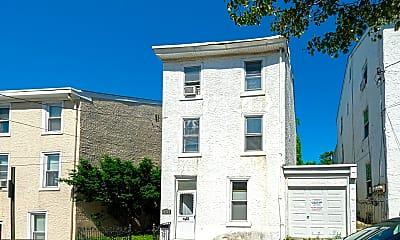 Building, 3719 Calumet St 2, 2