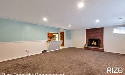 Living Room, 8139 S Pioneer St, 1