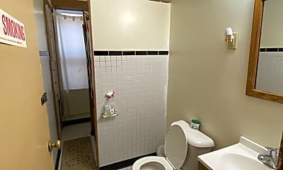 Bathroom, 931 S 15th St, 2