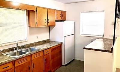Kitchen, 1135 Highland St N 3, 1