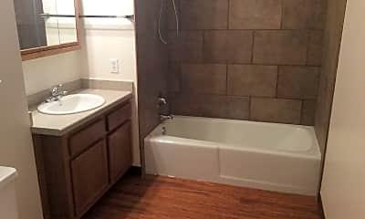 Bathroom, 1055 17th Ave W, 2