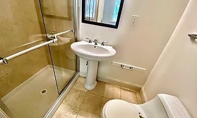 Bathroom, 4344 17th St, 2