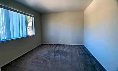 Living Room, 907 Howard Ave, 2