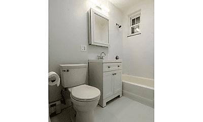 Bathroom, 565 Somerville Ave, 2