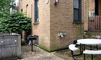 Courtyard, Highland Apartments, 2