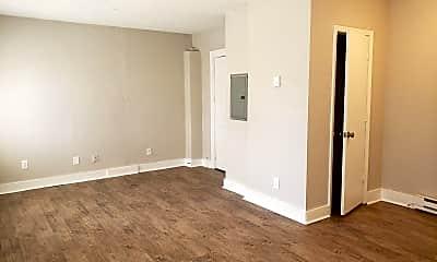 Bedroom, 303 N Gladstone Blvd, 1