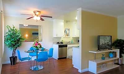 Living Room, 600 S Fernwood St, 1