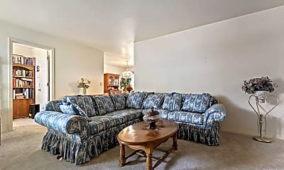 Living Room, 4303 Choctaw Dr, 0