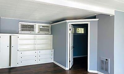 Bedroom, 405 N Madison Ave, 2
