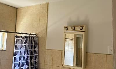 Bathroom, 605 Eisenbrown St, 2