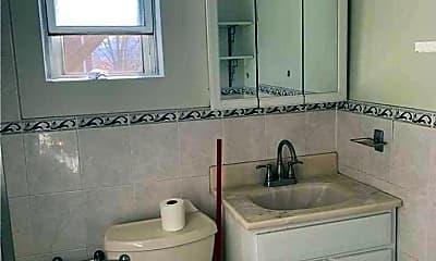 Bathroom, 42-98 Saull St 2, 2