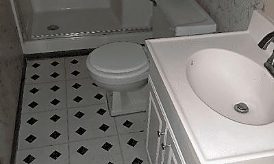 Bathroom, 1010 S Pugh St, 2
