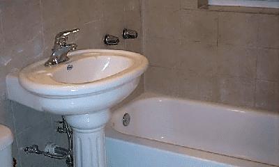 Bathroom, 5280 N Leavitt St, 2