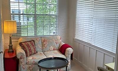 Living Room, 4701 Pitt St B, 2