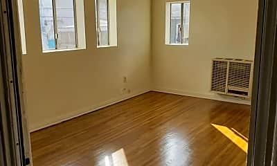 Living Room, 2804 E 58th St, 2