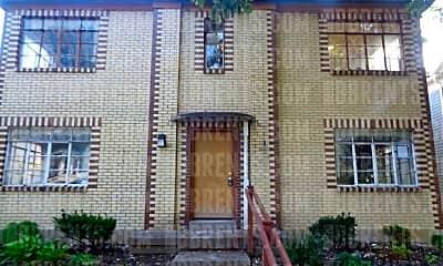 350 Ross Ave, 1