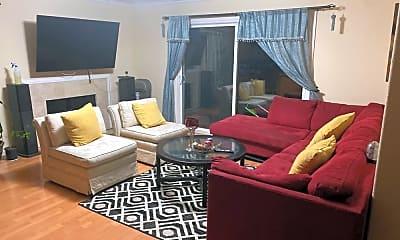 Living Room, 4701 Serra Ave, 1
