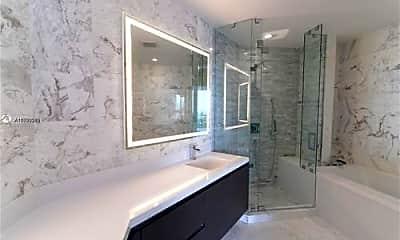 Bathroom, 451 NE 1st Ave, 1