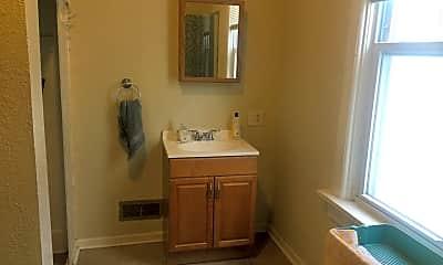 Bathroom, 2646 N Weil St, 2