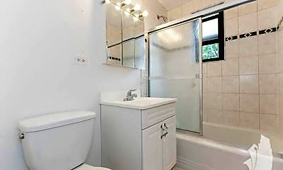 Bathroom, 7320 N Ridge Blvd, 2