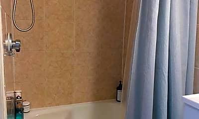 Bathroom, 70 Clarendon St 3, 2