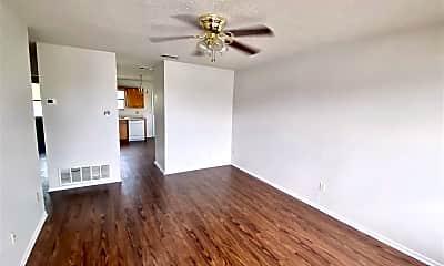 Living Room, 3323 Chisholm Trail, 1