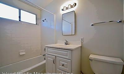 Bathroom, 2504 Aviation Blvd, 2